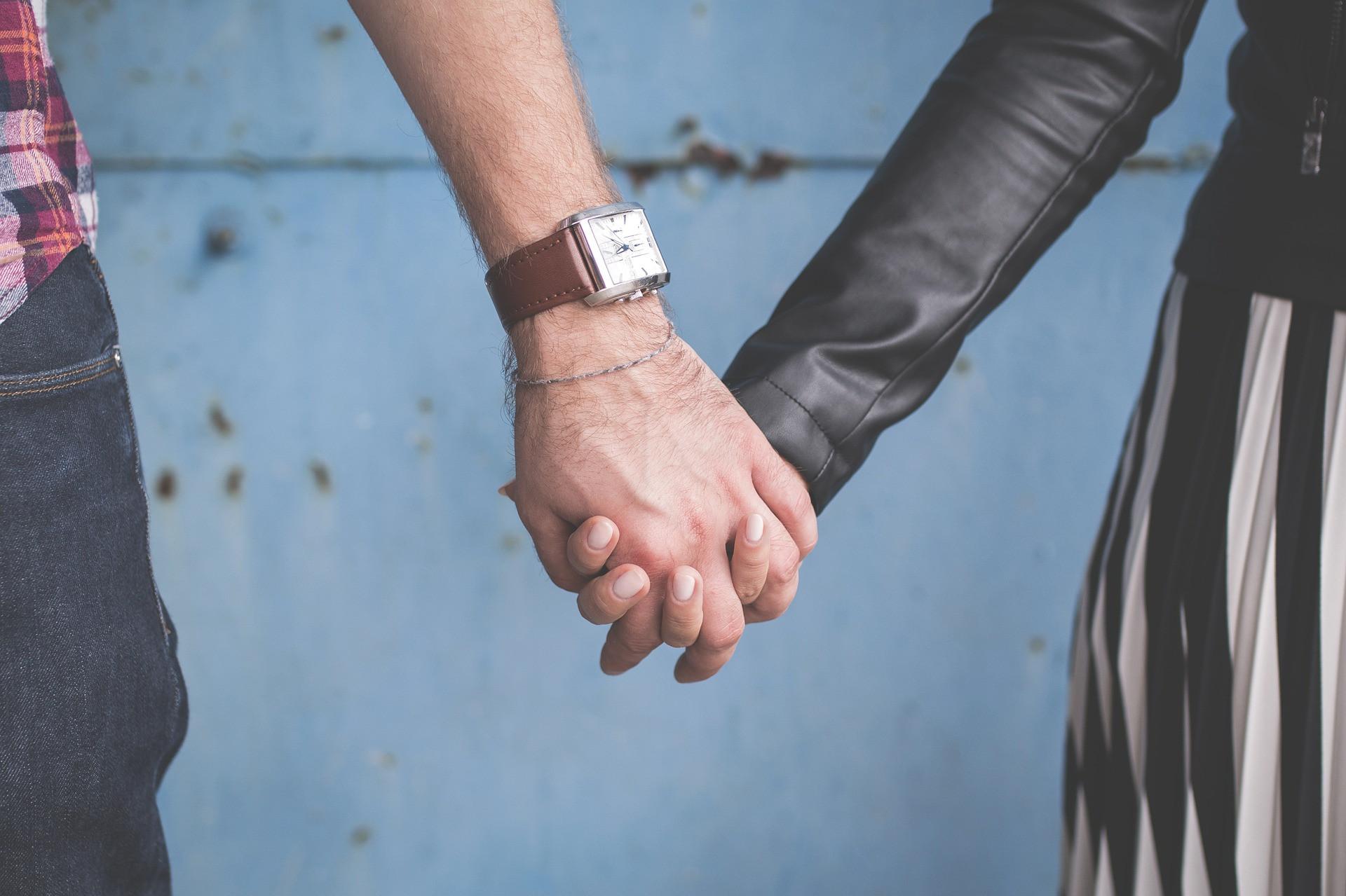 3 Tips Memanjakan Pasangan Tanpa Melakukan Hal yang Aneh - JPNN.com
