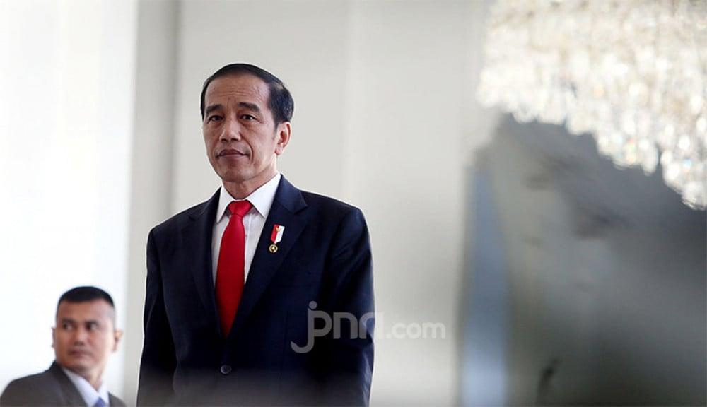 Giri Suprapdiono: Presiden Jokowi Tinggal Melakukan Tendangan Penalti Tanpa Kiper - JPNN.com