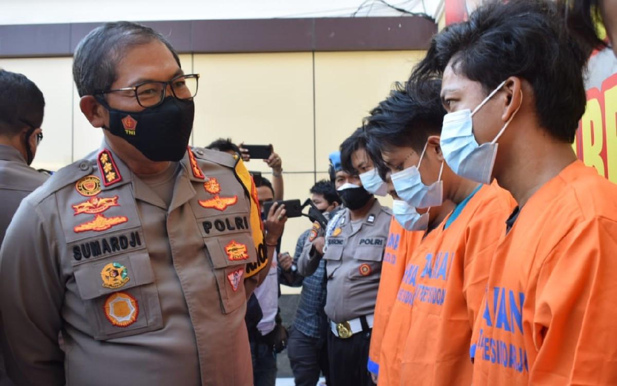 Sempat Buron, 2 Preman Bungurasih Ditangkap Pak Polisi, Lihat Kelakuan Mereka - JPNN.com Jatim
