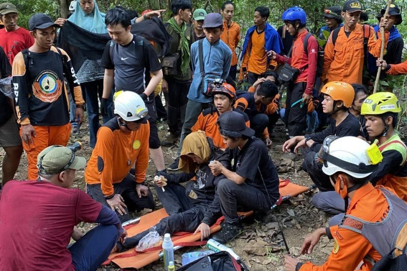 4 Hari Hilang, Pendaki Ditemukan Selamat Sedang Bersandar di Pohon, Mukjizat - JPNN.com