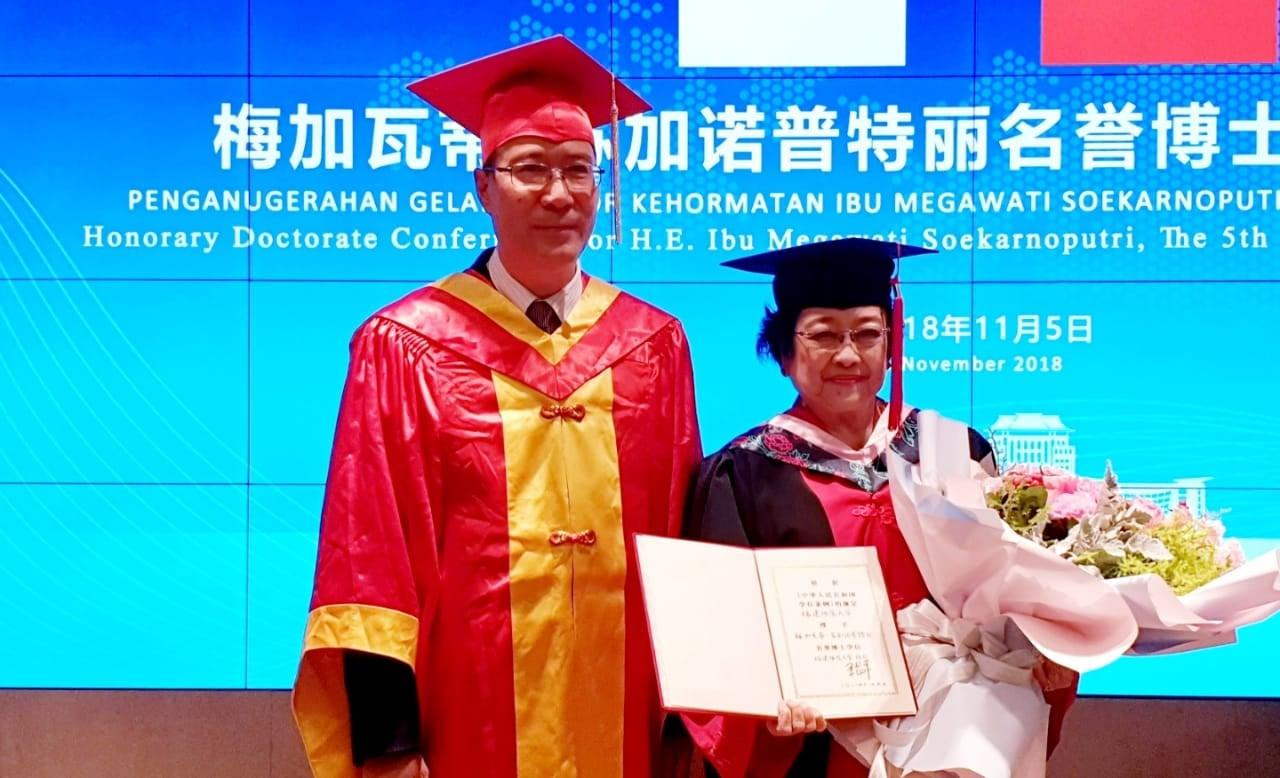 Akademisi Tidak Rela Megawati Dianugerahi Gelar Profesor, Desak Menteri Nadiem Segera Bertindak - JPNN.com