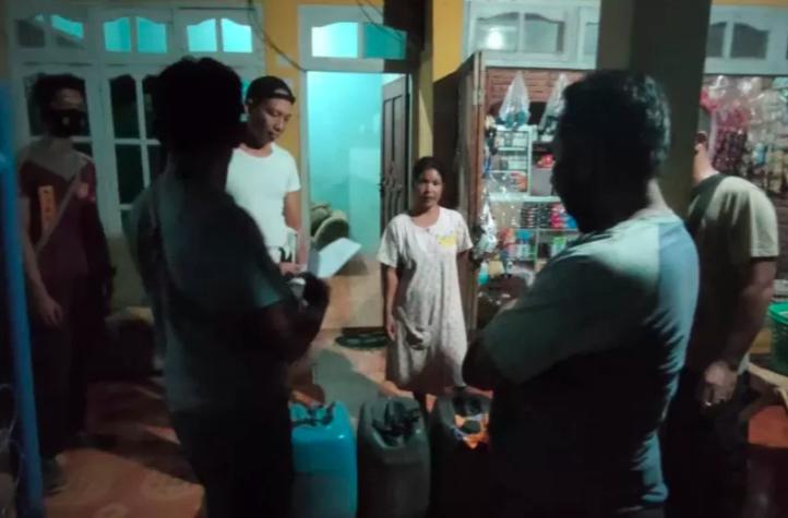 Petugas Gerebek Dua Rumah Warga di Bima, Lihat Isinya, Tak Disangka - JPNN.com