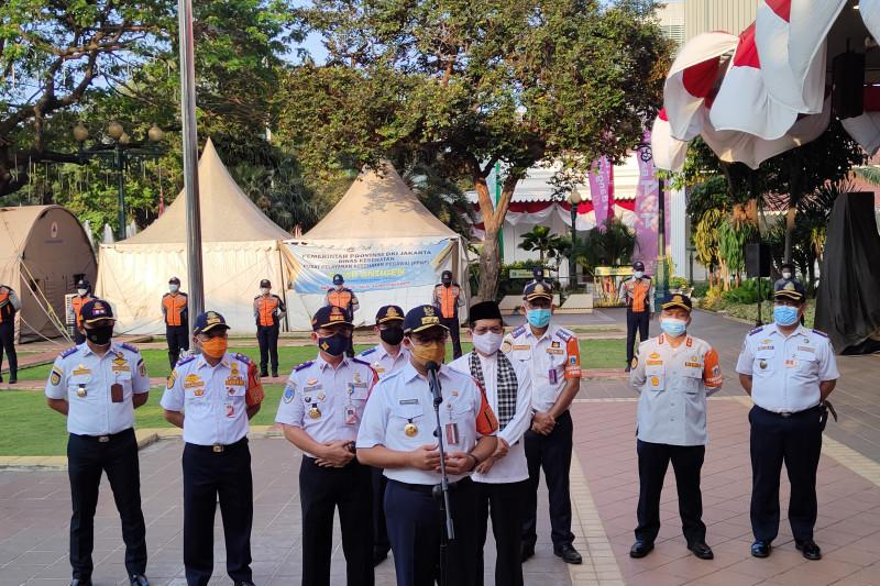 Anies Baswedan Pecat 8 Personel Dishub Tongkrong di Warkop saat PPKM Darurat - JPNN.com
