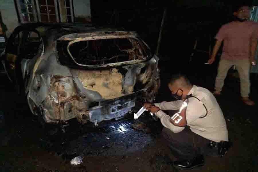 Mobil Brio RS Warga Praya NTB Terbakar Misterius, Polisi Temukan Korek Api di TKP - JPNN.com Bali