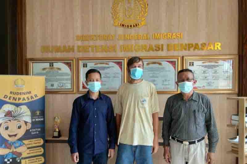 Imigrasi Bali Deportasi Bule Rusia Pengedar Narkoba, Ini Rekam Jejaknya - JPNN.com Bali