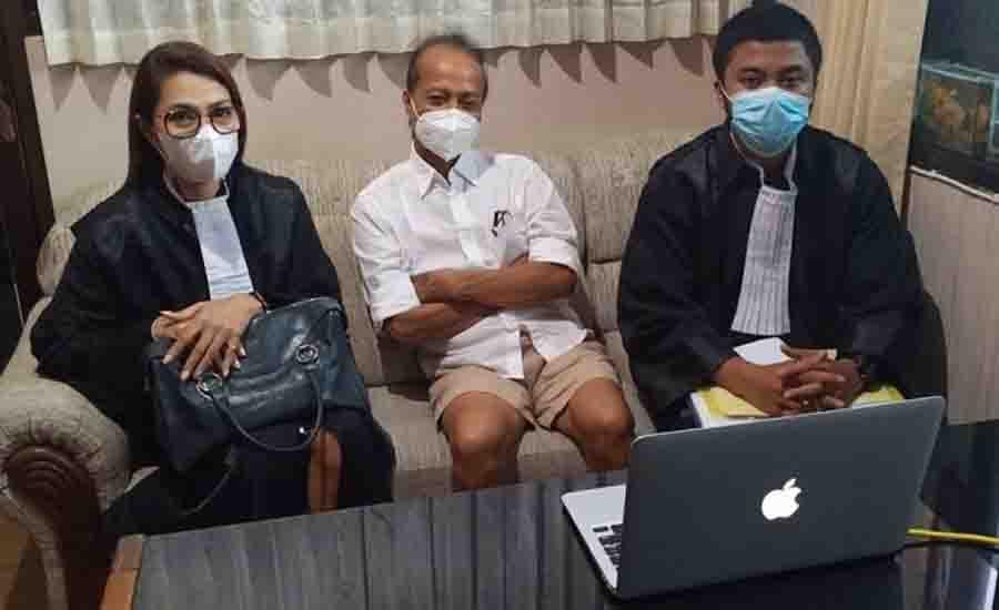Zaenal Tayeb Sidang Perdana dengan Celana Pendek, Iptu Sudana: Saya Cek Dulu! - JPNN.com Bali