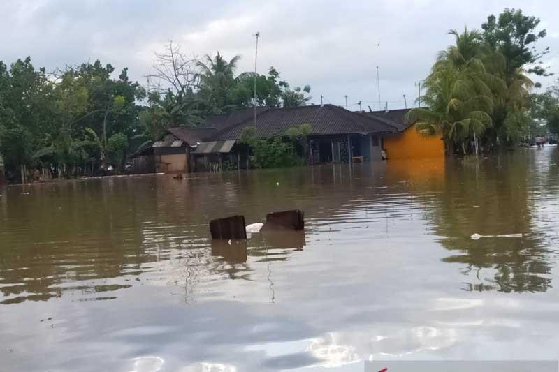 Hujan Lebat Picu Banjir dan Longsor di Jembrana, Jalur Denpasar-Gilimanuk Tergenang Air - JPNN.com Bali
