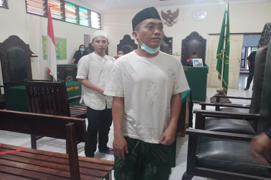Pembunuh Hayat di Depan Masjid Dihukum 17 dan 15 Tahun, Terungkap Sadisnya Aksi Terdakwa - JPNN.com Bali