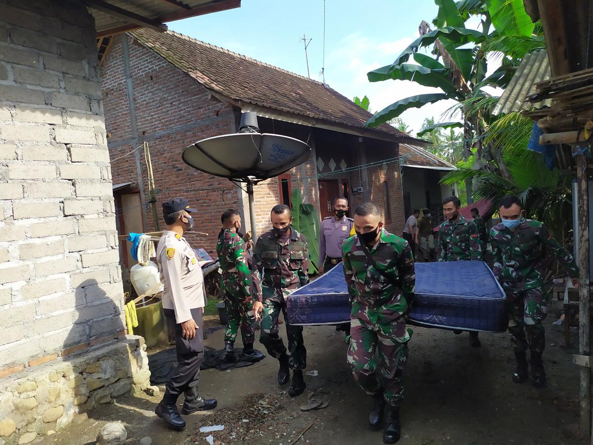 Sungai Tukadaya Meluap, Belasan Rumah Warga Negara Bali Terendam Banjir - JPNN.com Bali