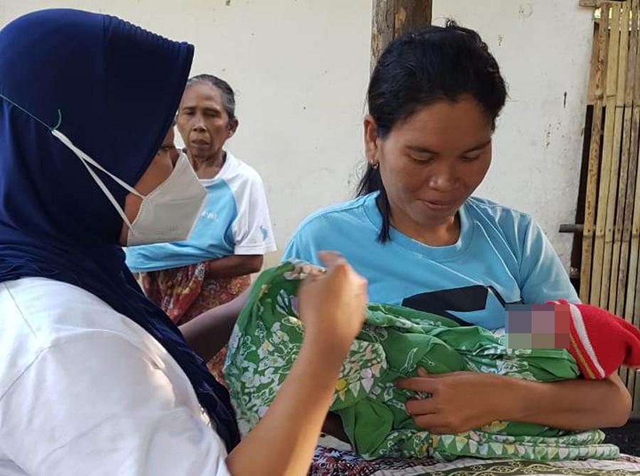 Bayi Dalam Kardus Tertutup Jilbab Ungu Gegerkan Warga Lombok Tengah, Duh Gusti - JPNN.com Bali