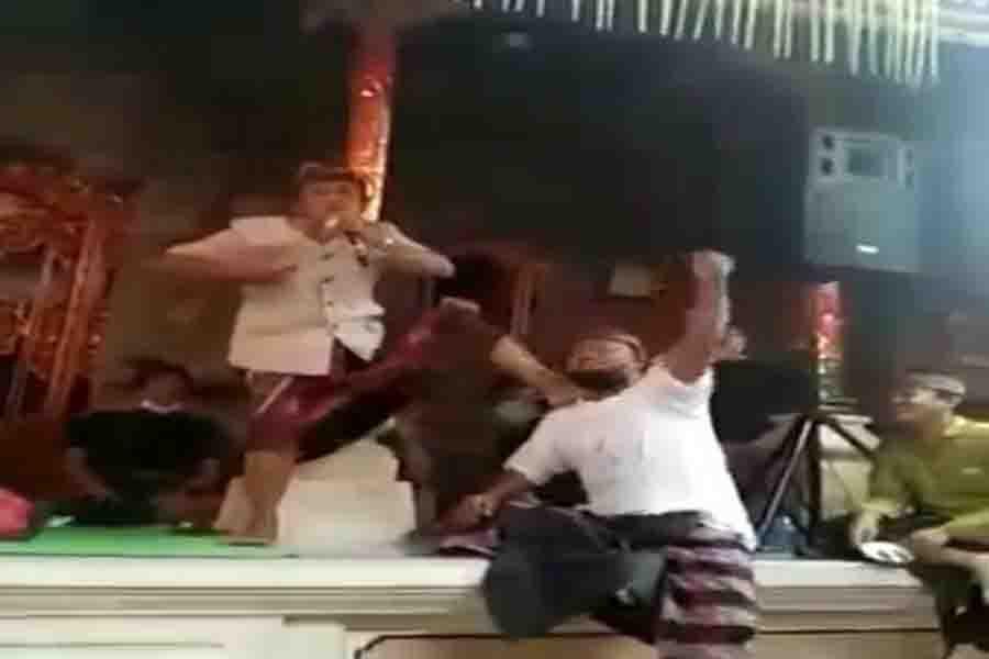 Viral Video Kepala Desa di Ubud Karaoke Abaikan Prokes, Ini Kata Kapolsek AKP Tama - JPNN.com Bali