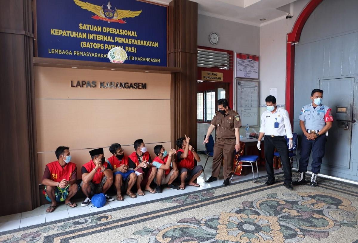 22 Tersangka Pemalsu Surat Vaksin di Pelabuhan Padangbai Bali Segera Diadili - JPNN.com Bali