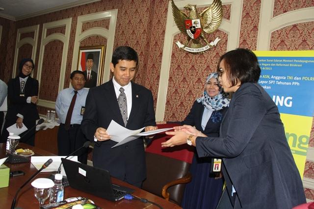 Menteri PANRB Lapor SPT Tahun 2015 - JPNN.COM