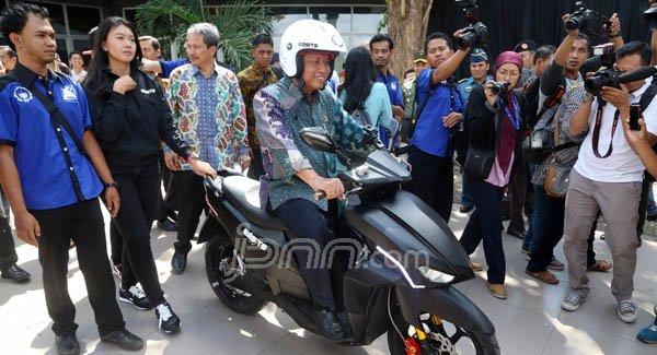 GREAT! Lihat Nih Sepeda Motor Listrik Karya Mahasiswa ITS Surabaya - JPNN.COM
