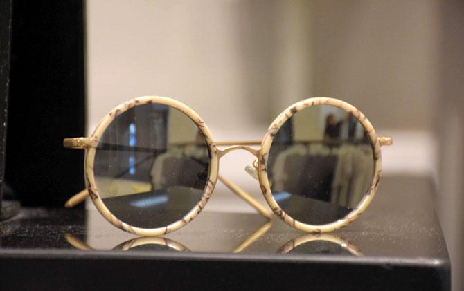 Kacamata Bulat, Trend Fashion Terbaru Ala Artis Korea - JPNN.COM