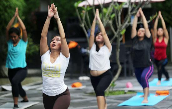 Yoga, Dipercaya Mampu Membentuk Tubuh dan Jiwa Sehat - JPNN.COM