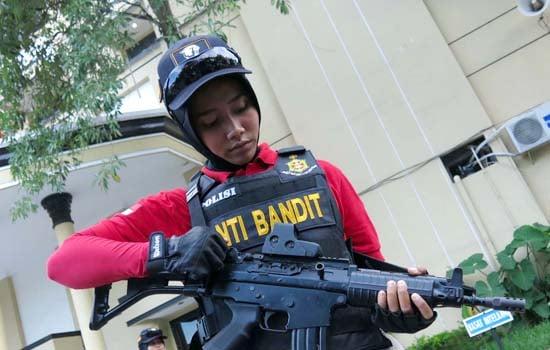 Ini Dia Srikandi Anti Bandit Polrestabes Surabaya - JPNN.COM