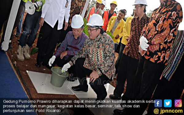 Pembangunan Balai Purnomo Prawiro - JPNN.COM