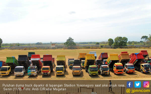 Demo Puluhan Dump Truck - JPNN.COM