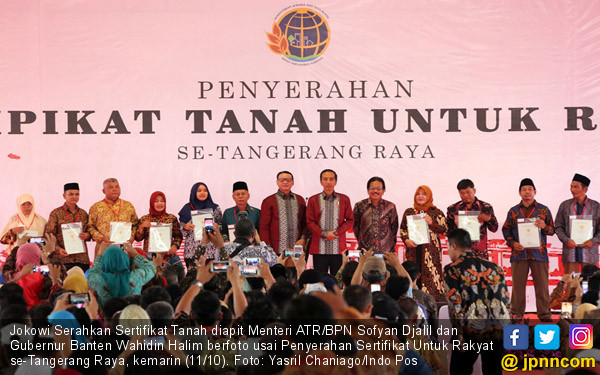 Jokowi Serahkan Sertifikat Tanah Warga se-Tangerang Raya - JPNN.COM