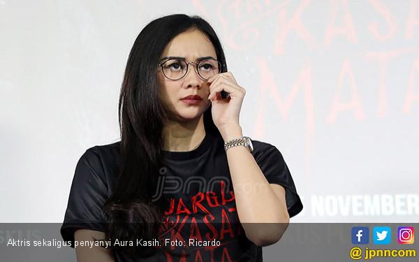 Soal 'Pabrik Susu', Aura Kasih Akhirnya Maafkan Yan Widjaya - JPNN.com