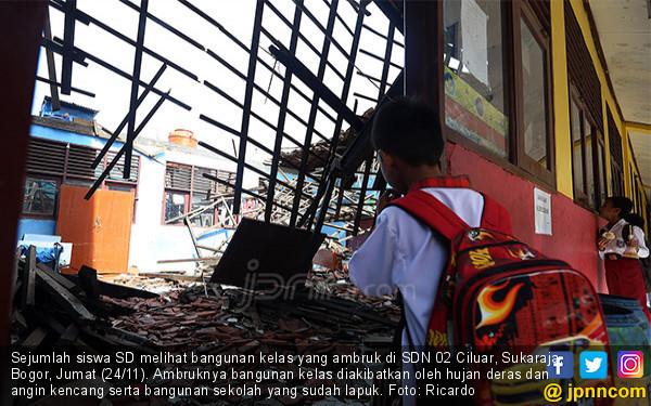 Diguyur Hujan, Bangunan SDN 02 Ciluar Ambruk - JPNN.COM