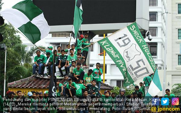 Suporter PSMS Medan Geruduk Kantor Wali Kota - JPNN.COM
