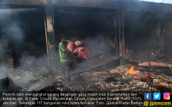 117 Bangunan Ruko Ludes Terbakar - JPNN.COM