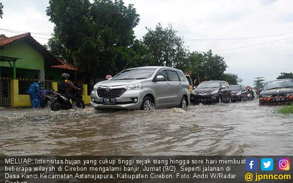 Hujan, Jalan-jalan di Cirebon Terendam - JPNN.COM