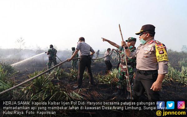 Tim Gabungan Padamkan Kebakaran Lahan - JPNN.COM