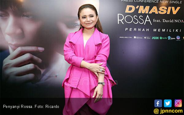 Doa Rossa untuk Korban Tsunami Banten - JPNN.com