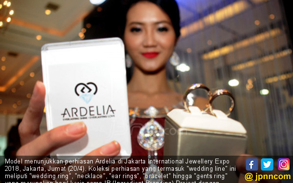 Ardelia Hadir Di Jakarta International Jewellery Expo 2018 - JPNN.COM