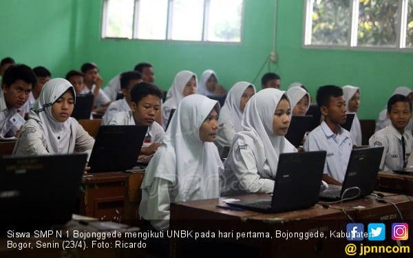 Hari Pertama, SMPN 1 Bojonggede Jalani UNBK - JPNN.COM