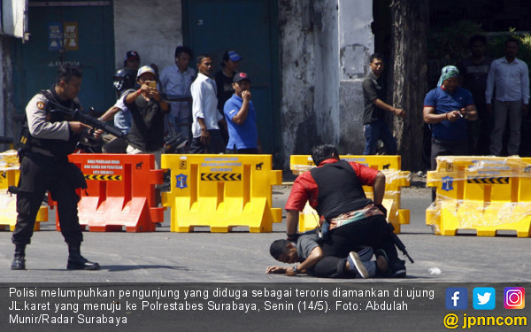Terduga Teroris Ditangkap Disekitar Jalan Karet Surabaya - JPNN.COM