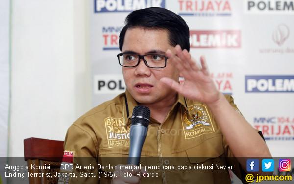 Arteria Dahlan: Tak Puas Dengan Revisi UU KPK Silakan ke MK - JPNN.com