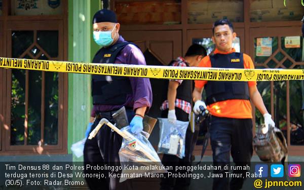 Rumah Terduga Teroris di Probolinggo Digeledah - JPNN.COM