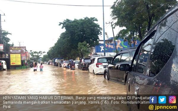 Banjir Genangi DI Pandjaitan Samarinda - JPNN.COM