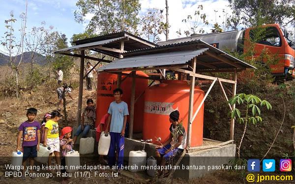 BPBD Ponorogo Bagikan Air Bersih - JPNN.COM