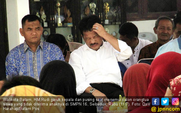 Temui Orang Tua Siswa, Pak Walikota Pusing - JPNN.COM