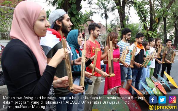 Mahasiswa Asing Pelajari Budaya Indonesia - JPNN.COM