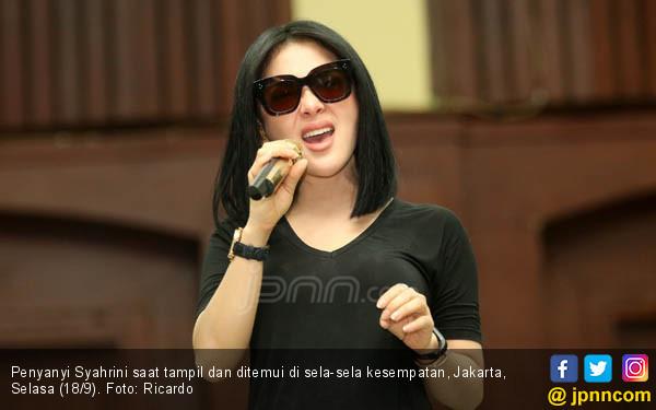 Syahrini Pengin Kariernya Didukung Suami - JPNN.com