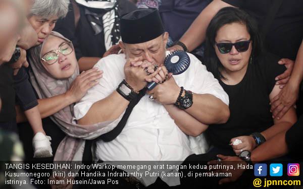 Lepas Istri, Indro Tak Kuasa Menahan Tangis - JPNN.COM