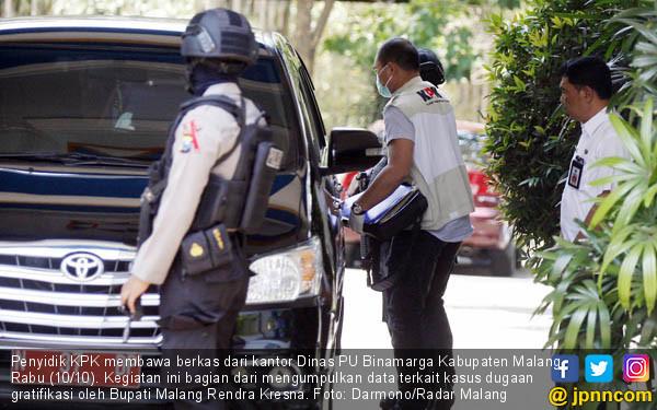 KPK Geledah Kantor Dinas PU Binamarga Malang - JPNN.COM