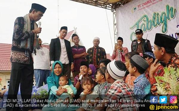 UAS Islamkan 14 Orang Suku Anak Dalam - JPNN.COM