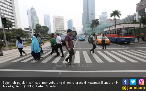 Kesadaran Penggunaan Zebra Cross Untuk Menyeberang Jalan - JPNN.COM