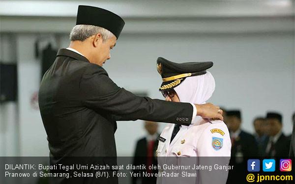 Ganjar Pranowo Lantik Bupati Tegal Umi Azizah - JPNN.COM
