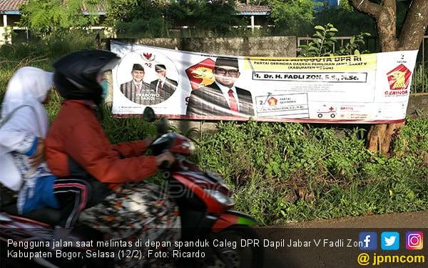 Spanduk Caleg DPR Dapil Jabar V Fadli Zon - JPNN.COM