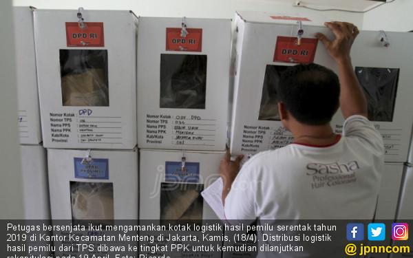 Distribusi Kotak Suara Hasil Pemilu Serentak Tahun 2019 - JPNN.COM