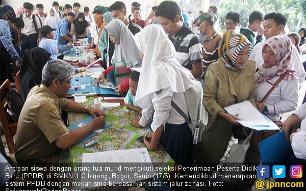 Pendaftaran Dibuka, Loket PPDB Diserbu - JPNN.COM