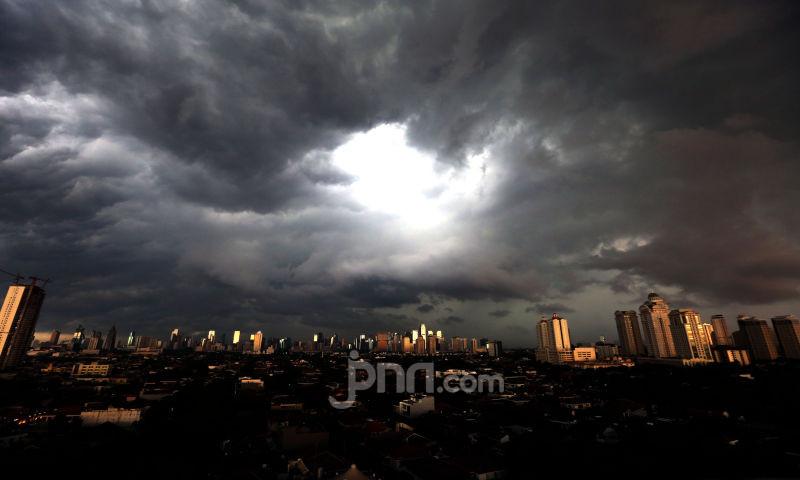 Simak Prakiraan Cuaca Jabodetabek Hari Ini, BMKG Minta Warga Waspada - JPNN.com